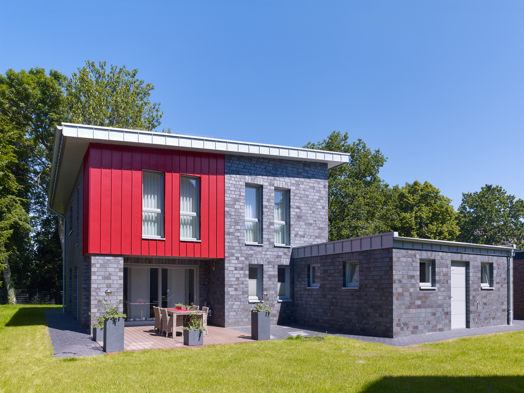 Residential building artColor RHEINZINK brick red
